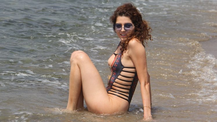 Curly-haired MILF Blanca Blanco accidentally flashes her nipple on a beach