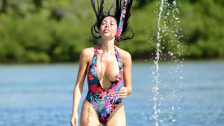 Farrah Abraham boob slip pictures from her latest Fiji vacation