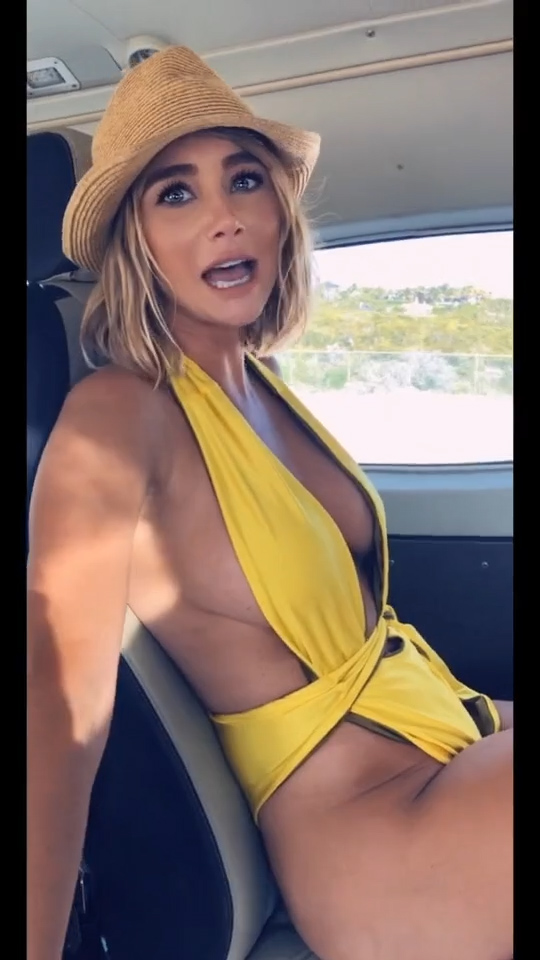 Busty bombshell Sara Jean Underwood shows EVERYTHING on camera gallery, pic 3
