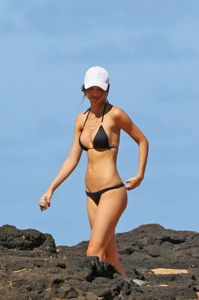 Bikini-clad Alexis Ren showing off her perfect body on a beach gallery, pic 16