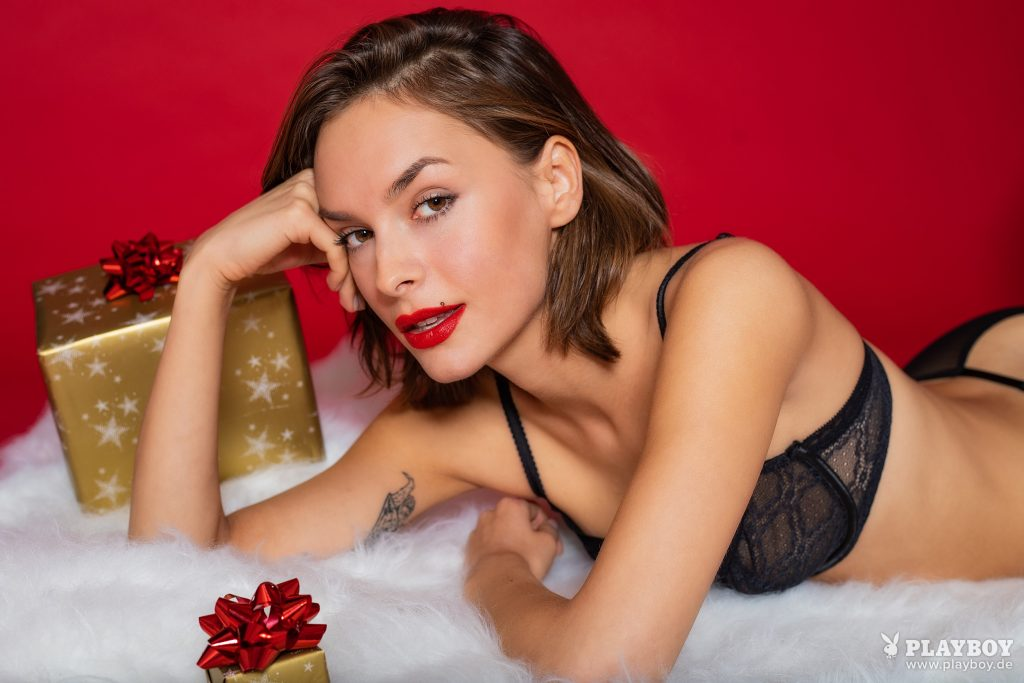 Naked Olivia Peltzer would like to wish you a very merry Christmas gallery, pic 16