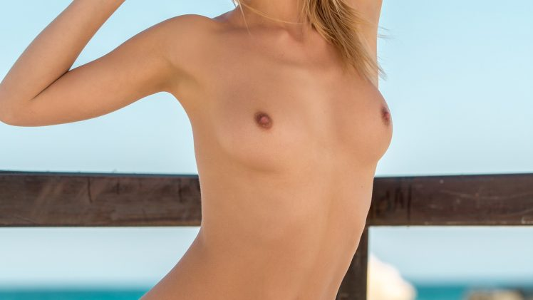 Stunning blonde Emily Rise soaks up the sun before stripping naked