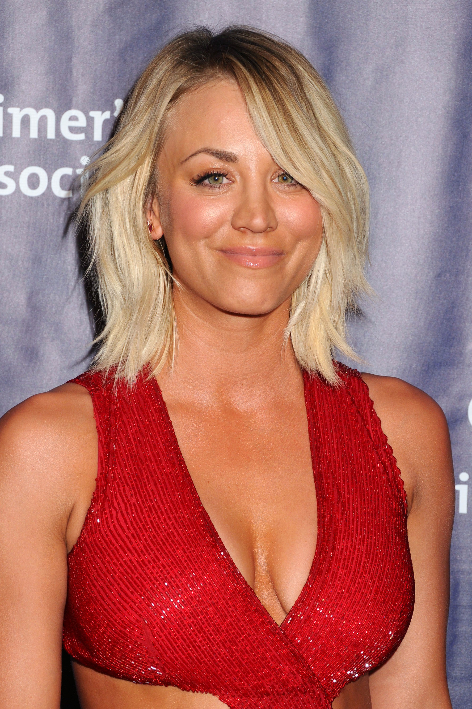 Busty Blonde Celeb Kaley Cuoco Teasing with Her Shapely