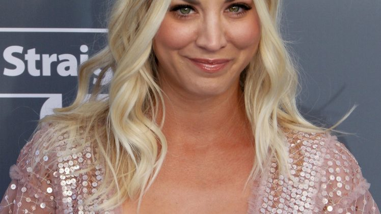 Stunning Blonde Kaley Cuoco Shows Her Immaculate Natural Breasts