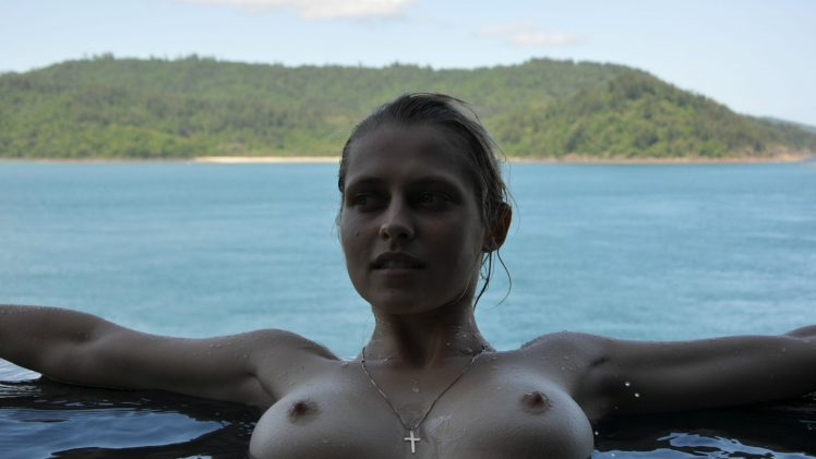 Teresa Palmer Shamelessly Shows Her Big Young Boobs Outdoors