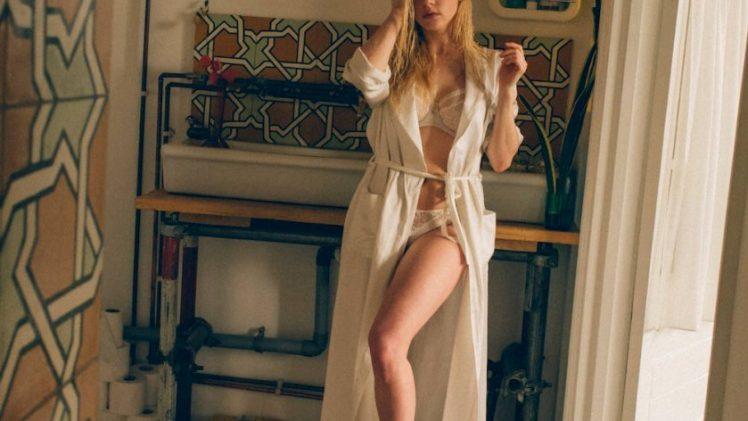 Blonde Beauty Katheryn Winnick Shows Her Immaculate Body