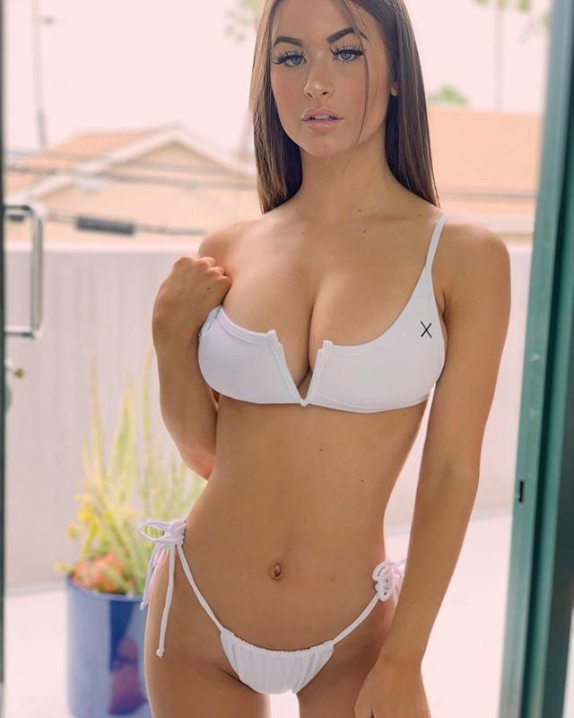 Collection of all the Sexiest Emily Elizabeth Pictures  gallery, pic 17
