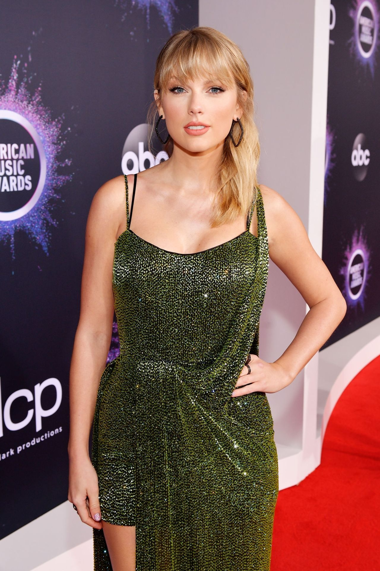 Taylor Swifts Sexiest Pictures from American Music Awards