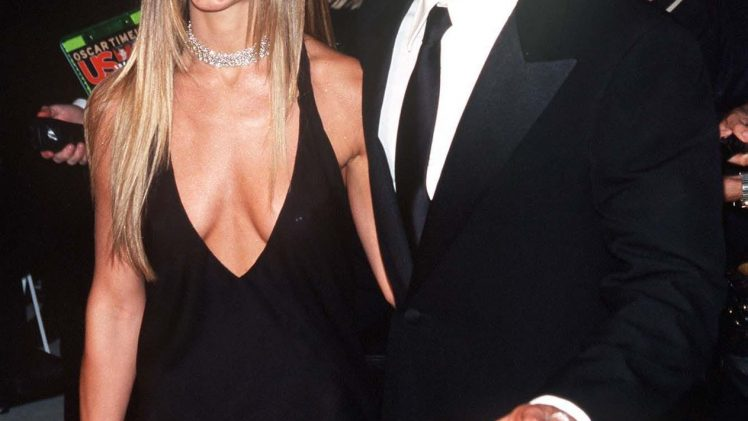 Retro Celebrity Sexiness: Jennifer Aniston Shows Her Cleavage