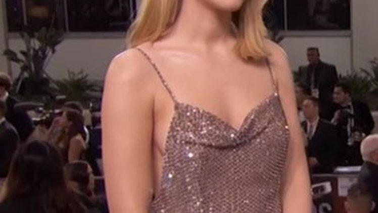 Braless Saoirse Ronan Looking Seductive on the Red Carpet