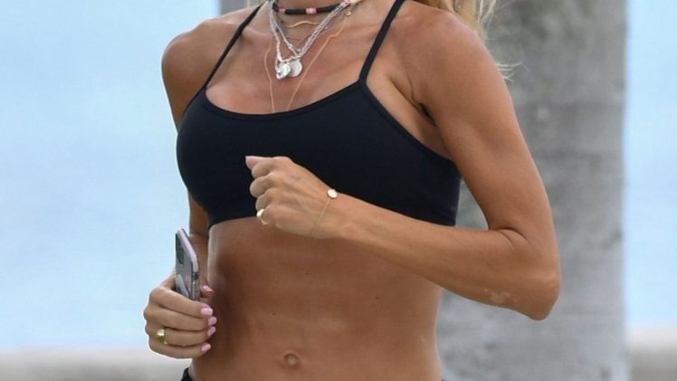 Fitness Freak Kelly Bensimon Showing Her Amazing Abs in High Quality