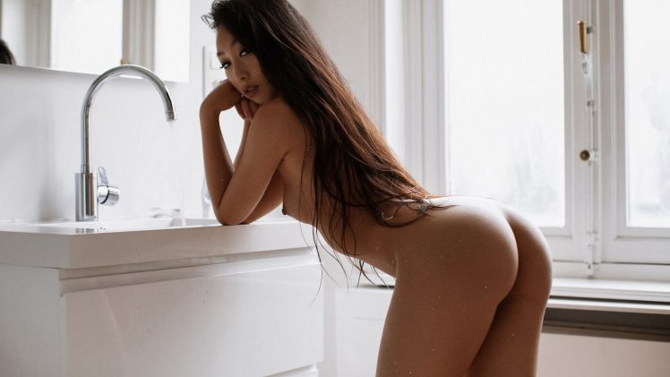 Slim Asian Beauty Kim Shinobi Posing Totally Naked for the Camera