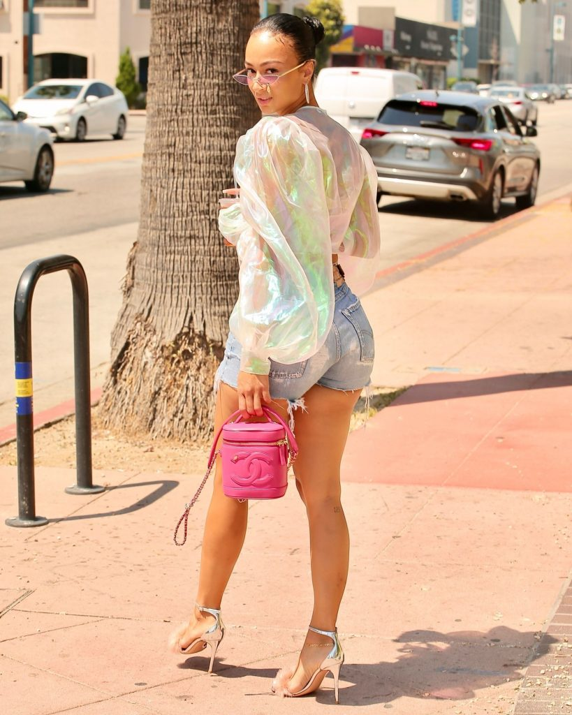 Seductive Actress Draya Michele Showing Her Booty and Legs in Public gallery, pic 42