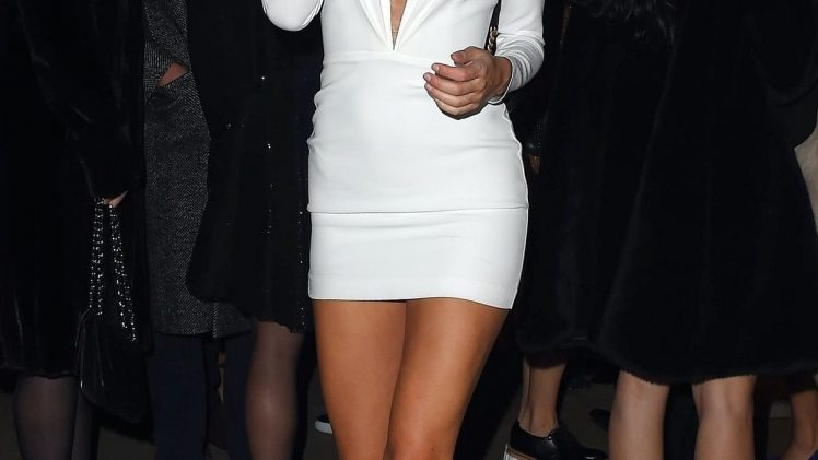 Busy Kimberley Garner Casually Showing Her Breasts in a Sexy Gallery