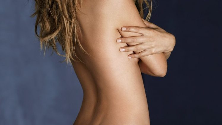 Stunning Doutzen Kroes Posing Naked and Looking Perfect in HQ