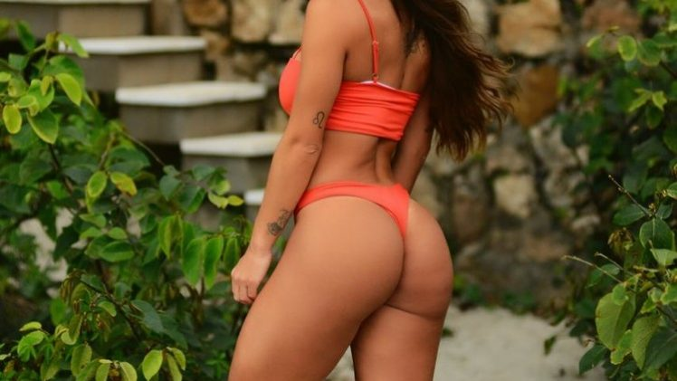Hardbody Latina Iara Ramos Shows Her Enviable Physique in High Quality