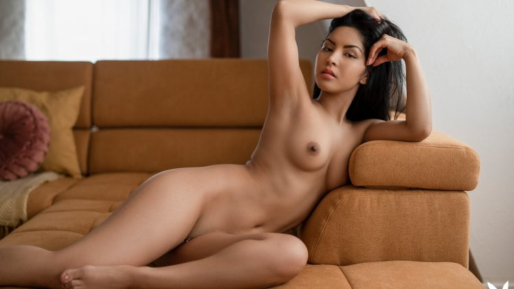 Arresting Brunette Chloe Rose Takes Off Her Sportswear to Pose Naked