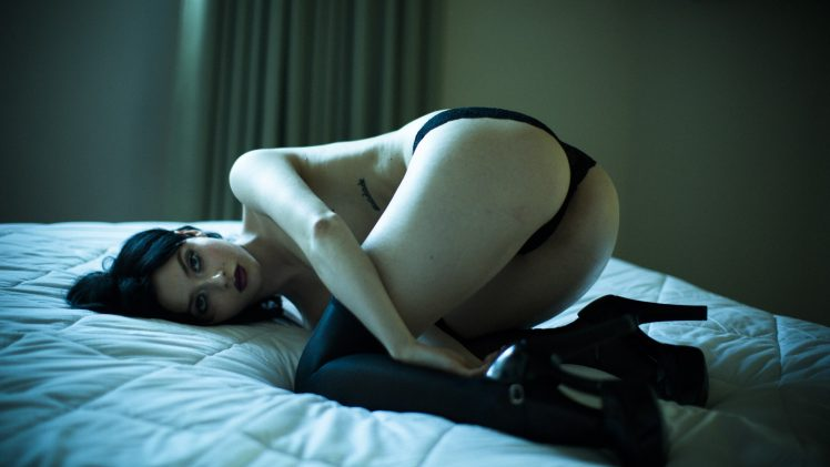 Splendid Seductress Alina Lee Posing Happily in a Room with a View